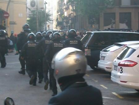 El desalojo en Barcelona de #LaRimaia calienta aún más la red en vísperas del #12M15M