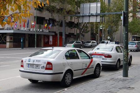 Los taxis dejan de circular por el precio de los combustibles