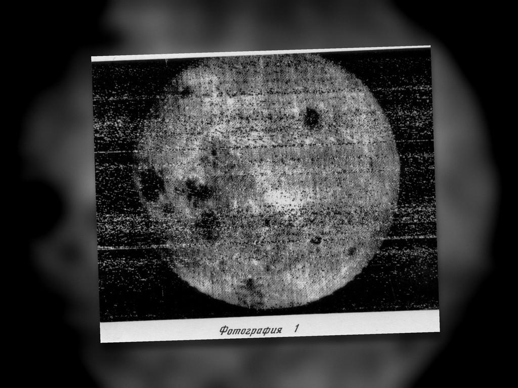 La odisea para fotografiar por primera ocasión el lado oculto de la Luna: alcoba analógica y revelado en gravedad cero