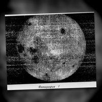 La odisea para fotografiar por primera vez el lado oculto de la Luna: cámara analógica y revelado en gravedad cero