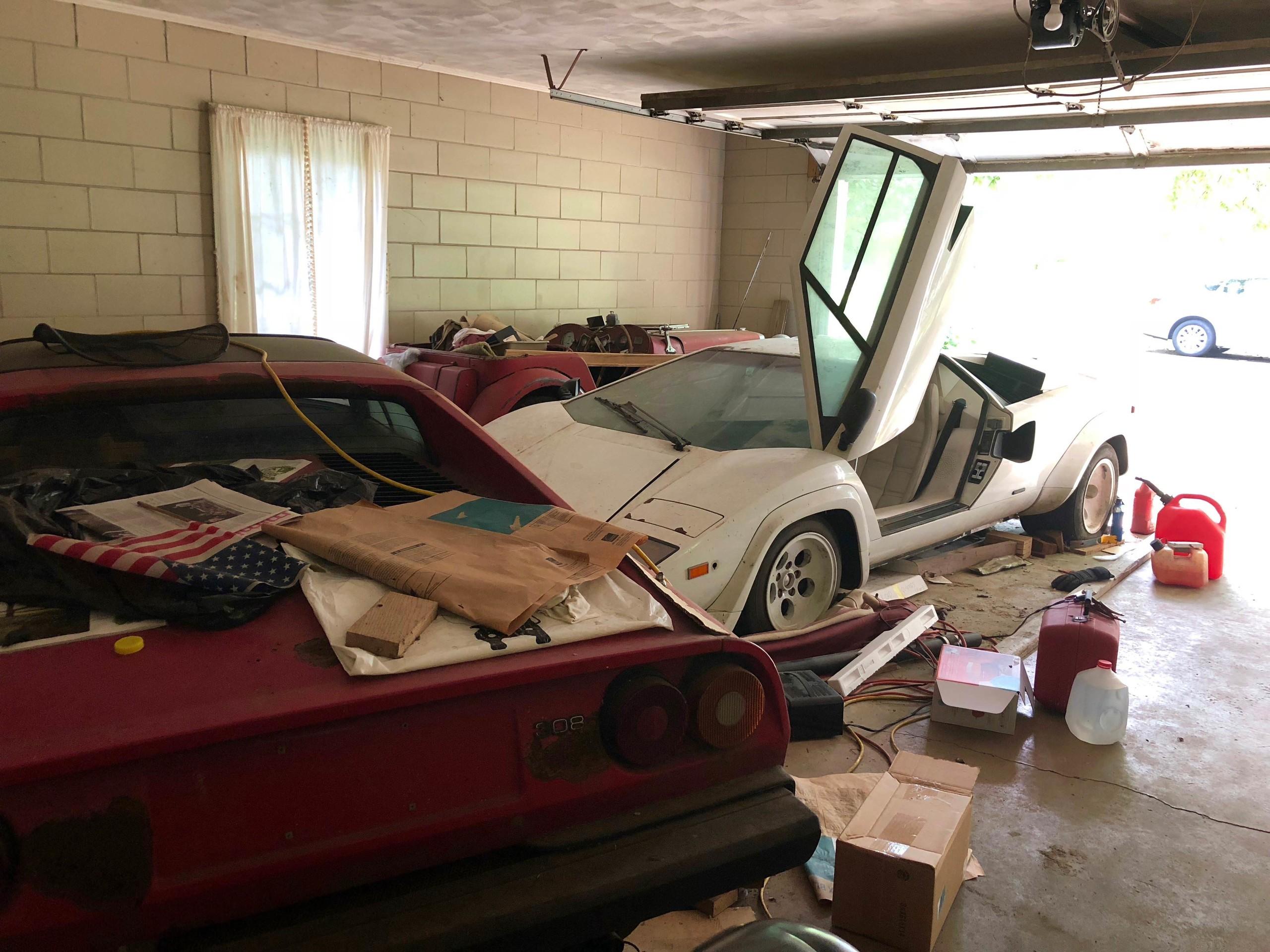 Foto de Encuentran Lamborghini Countach en un garage luego de 20 años (5/7)