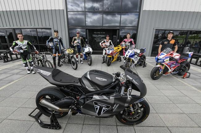 Algunos pilotos de Moto2 han conocido la fábrica de Triumph: El lugar donde nacen las Moto2 de 2019