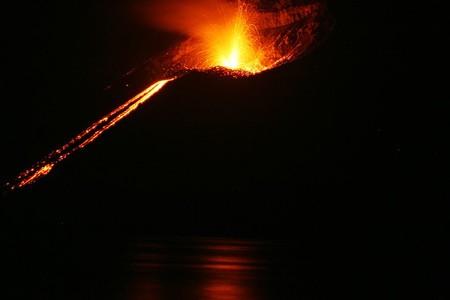 800px Krakatoa Eruption 2008