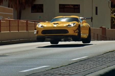 Este espectacular vídeo es el homenaje de Pennzoil al radical Dodge Viper