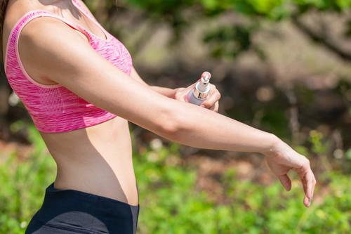 Todo lo que buscar en un protector solar para hacer deporte durante la desescalada (y nueve opciones con las que hacernos)