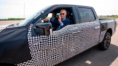 ¡Épico! Joe Biden exprime en el 0-100 a la Ford F-150 eléctrica para celebrar su estreno