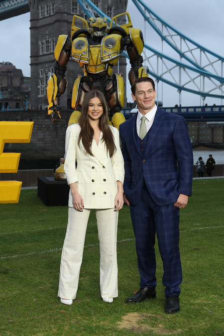 John Cena Looks Premiere Bumblebee Red Carpet Inspiation Suit 05