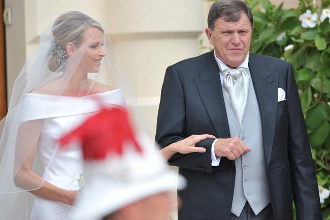 Foto de Todas las imágenes del vestido de novia de Charlene Wittstock en su boda con Alberto de Mónaco (10/19)