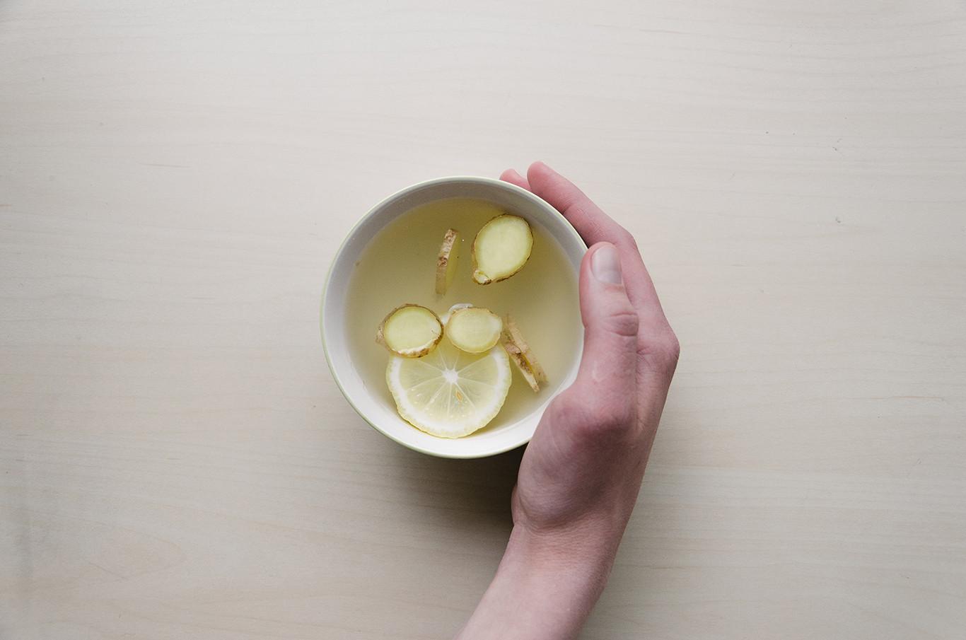 Agua de jengibre canela y limon para adelgazar