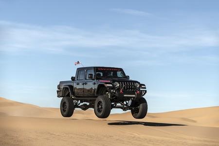 El primer Hennessey Maximus 1000 sale a presumir su poder en el desierto en este video