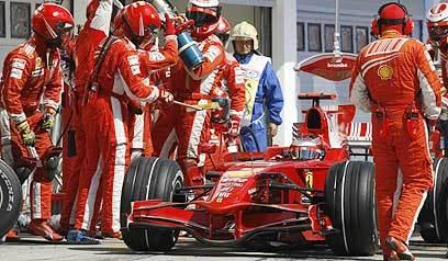 ¿Cómo adelantó Raikkonen a Alonso en la segunda parada?