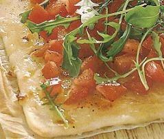 Pizza con vegetales frescos