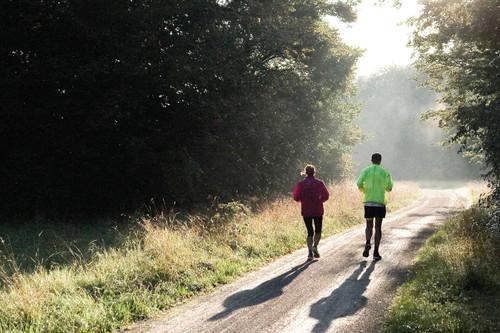 Descanso activo después de una carrera de 10 kms para mejorar tu recuperación