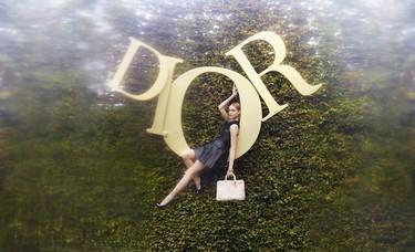 Alicia en el país de las Dior-maravillas. ¿Qué pasaría si el personaje vistiera de la firma francesa?