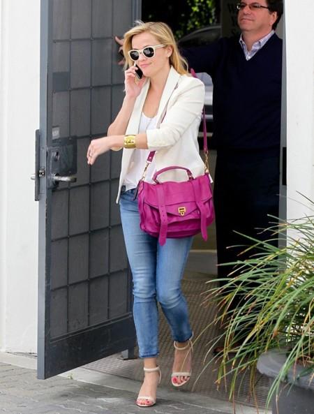 ¿Con qué tendencia en jeans se quedan las famosas? De los rotos a la pata de elefante