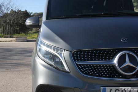 Mercedes Clase V 300d luces y parrilla