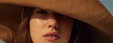 Los bucket hat seguirán siendo los reyes de la temporada. Palabra de Mango (y de su nueva colección)
