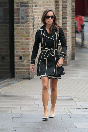 Pippa Middleton y Kylie Minogue lucen el mismo trench