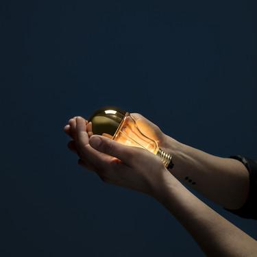 Para nostálgicos: Catellani & Smith homenajea la bombilla tradicional con su luminaria Trenta