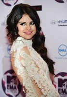 El look de Selena Gómez en los MTV Europe Music Awards 2011