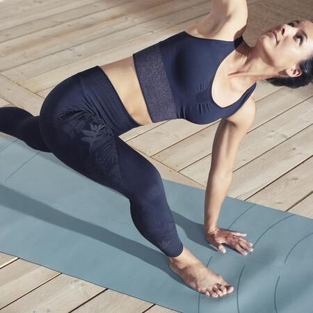 Kimjaly Top Y Legging Azul Modelola nueva colección ha sido desarrollada con productos que sean ecológica y éticamente responsables, así como para promover el yoga como una práctica que favorezca una mejor conexión con nosotros mismos, con los demás y con nuestro planeta.