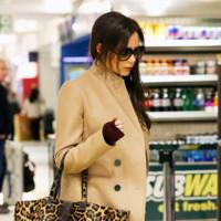 Victoria Beckham tiene el look 10 para lucir el camel con pantalón y taconazo