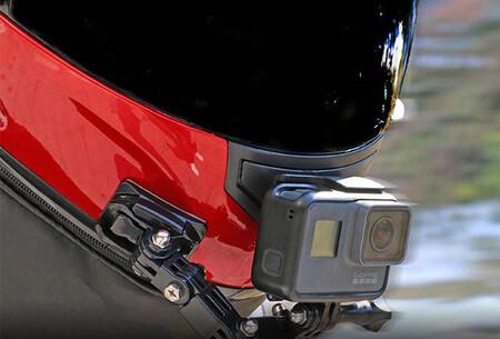Una multa por llevar una cámara GoPro instalada en el casco vuelve a abrir el debate, pero esto es lo que dice la ley