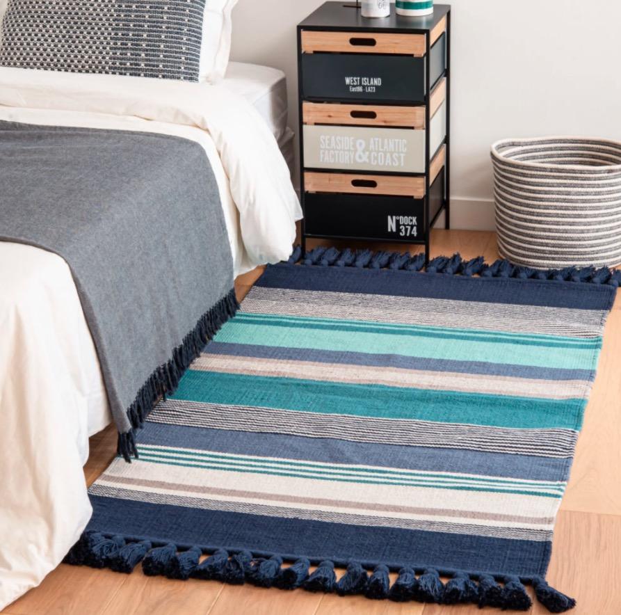 Alfombra de algodón con motivo de rayas azules y grises 90x150