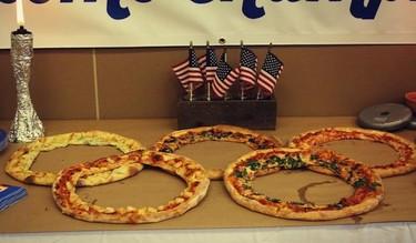 Pizzas olímpicas, una idea divertida para cocinar con niños