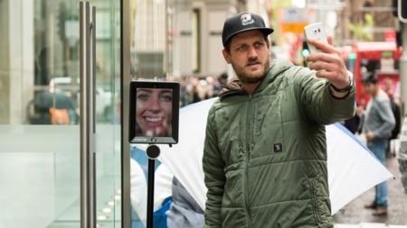 Lo último en las colas de la Apple Store: poner un robot que te guarde el sitio