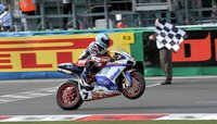 Carlos Checa firma un año más con Althea Ducati Racing