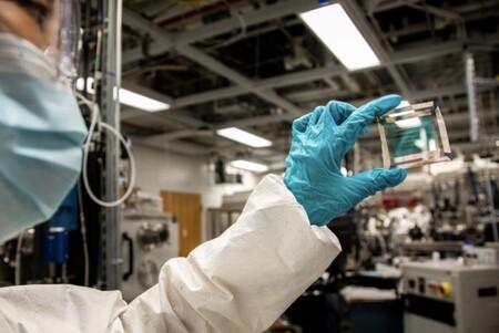 Nuevos avances en los paneles solares transparentes consiguen que su eficiencia se mantenga durante 30 años