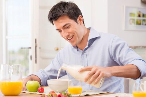 Estos son los mejores alimentos para sumar a tu desayuno si quieres evitar el picoteo el resto del día