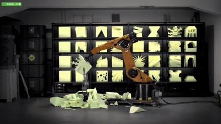 Robochop es un robot que esculpe en goma espuma cualquier diseño que se le envíe