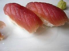 Alertan sobre peligro al comer sushi