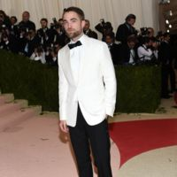 Robert Pattinson, blanco y negro