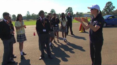 Australia mejora su curso de conducción para jóvenes de entre 12 y 18 años de la mano de la campeona Sue Evans