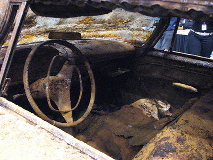 1957 Plymouth Belvedere enterrado en Tulsa