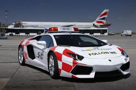 Lamborghini Aventador, el nuevo <em>Follow Me</em> del aeropuerto de Bolonia