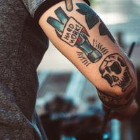 La discriminación laboral por los tatuajes aún existe. ¿La razón? Se asocian a personas impulsivas