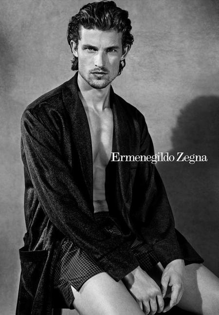 Wouter Peelen se faja los calzoncillos en la campaña 'underwear' de Ermenegildo Zegna