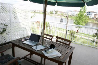 Las 5 cosas que debes tener en cuenta para crear una zona de trabajo en tu jardín o terraza para este verano