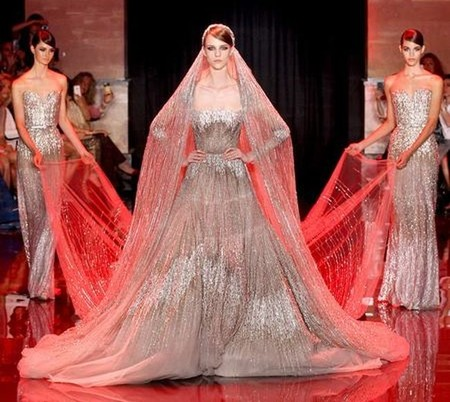 Elie Saab nos hace soñar en su desfile de París Fashion Week Haute Couture