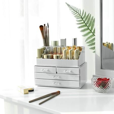 Organizador de maquillaje en blanco