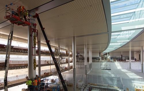 Con los vídeos a vista de dron no es suficiente: ya puedes ver el interior del Campus 2 de Apple casi terminado
