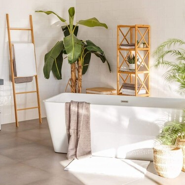 Cinco estanterías para ganar espacio de almacenaje en el baño sin reformas (y sin invertir demasiado)