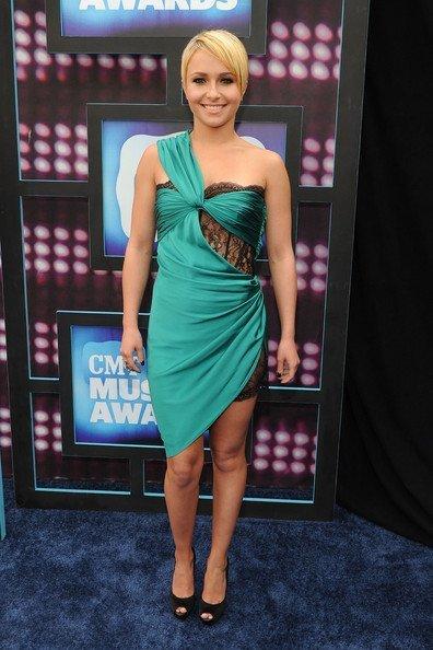 Todas las celebrities en los CMT Music Awards: Hayden Panettiere