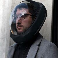 'Air' parece casco de astronauta, pero es la promesa de aire personal seguro y purificado, aunque sea solo por cuatro horas
