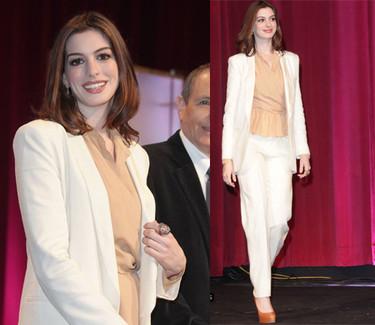 El look de Anne Hathaway en la presentación de las nominaciones de los Oscar