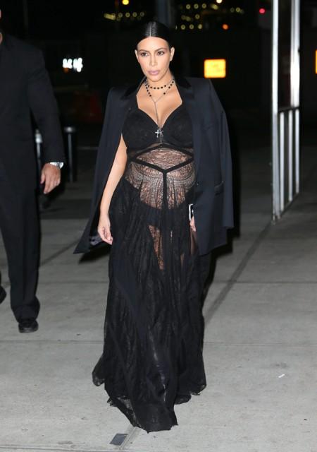 Kim Kardashian Look Encaje